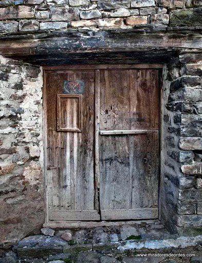 La puerta vieja paisajes de ordesa fotos puertas for Fotos de puertas de madera antiguas