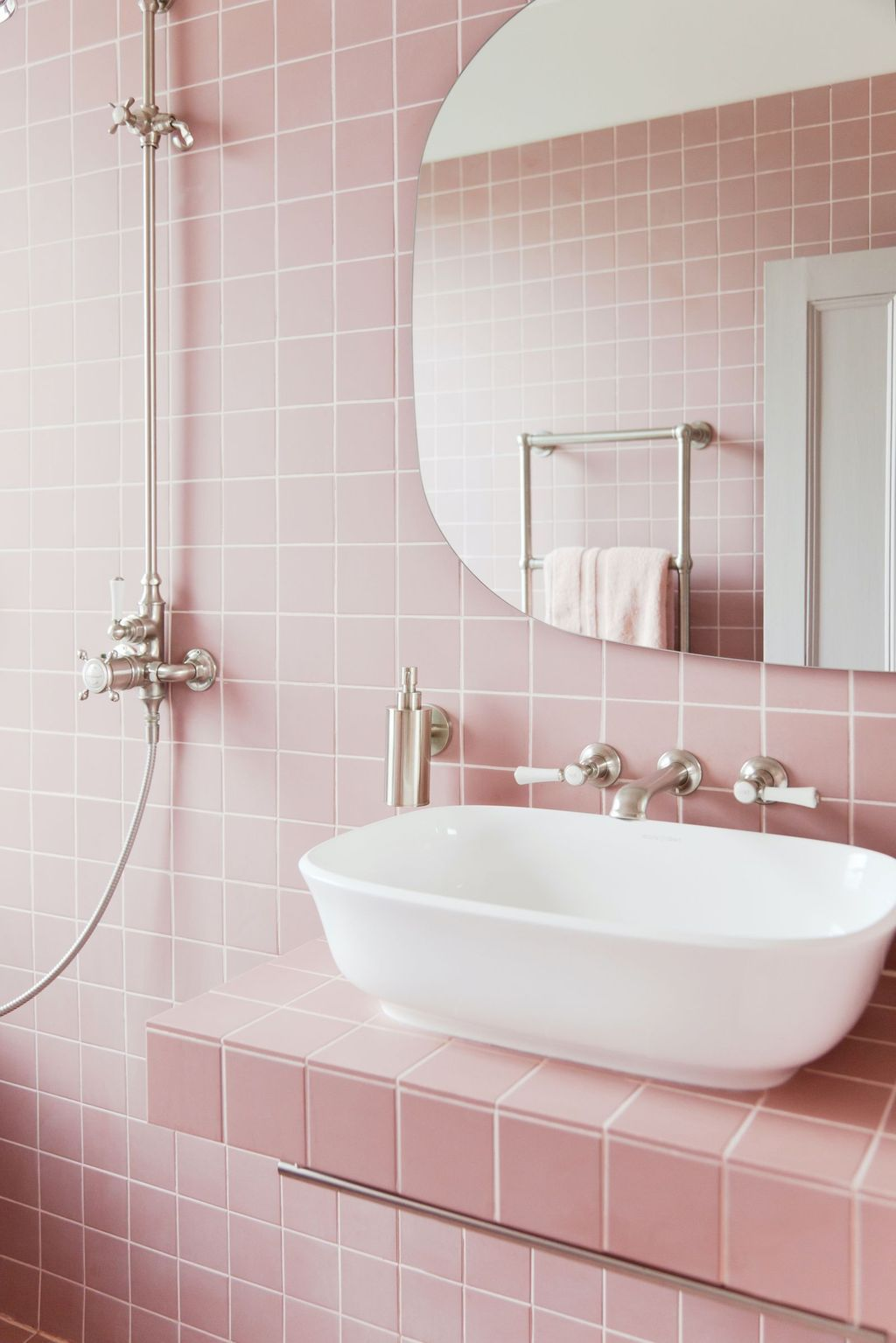 30 Perfect Color Combination For Your Bathroom Design Https Concettadecor Info 30 Perfect Color C Pink Bathroom Tiles Pink Bathroom Bathroom Interior Design