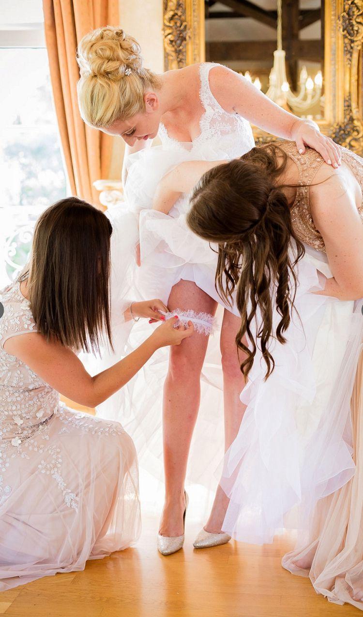 One of the special moments at a wedding #wedding #girls #whitedress #hochzeitskleid #braut #brautjungfern