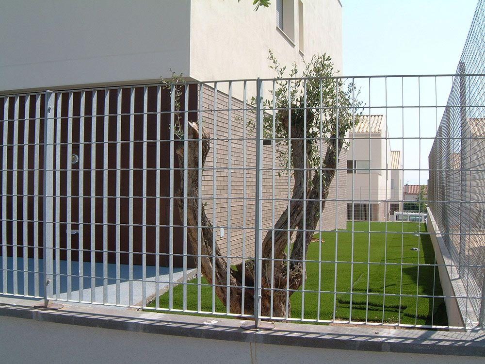 Resultado de imagen de valla simple torsión metalica para vallas