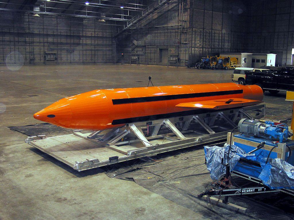 MOAB - bomb la bomba de todas las bombas https://www.youtube.com/watch?v=sE6u7RMn_nU