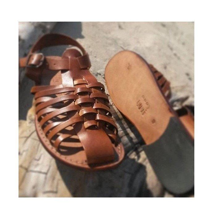 TOMA DE CORRIENTE! -5 EUROS/zapatos de los hombres, sandalias hechas a mano de hombres cerraron tipo y arte. Sandalias romanas de cuero de SandaliShop en Etsy https://www.etsy.com/mx/listing/257085658/toma-de-corriente-5-euroszapatos-de-los