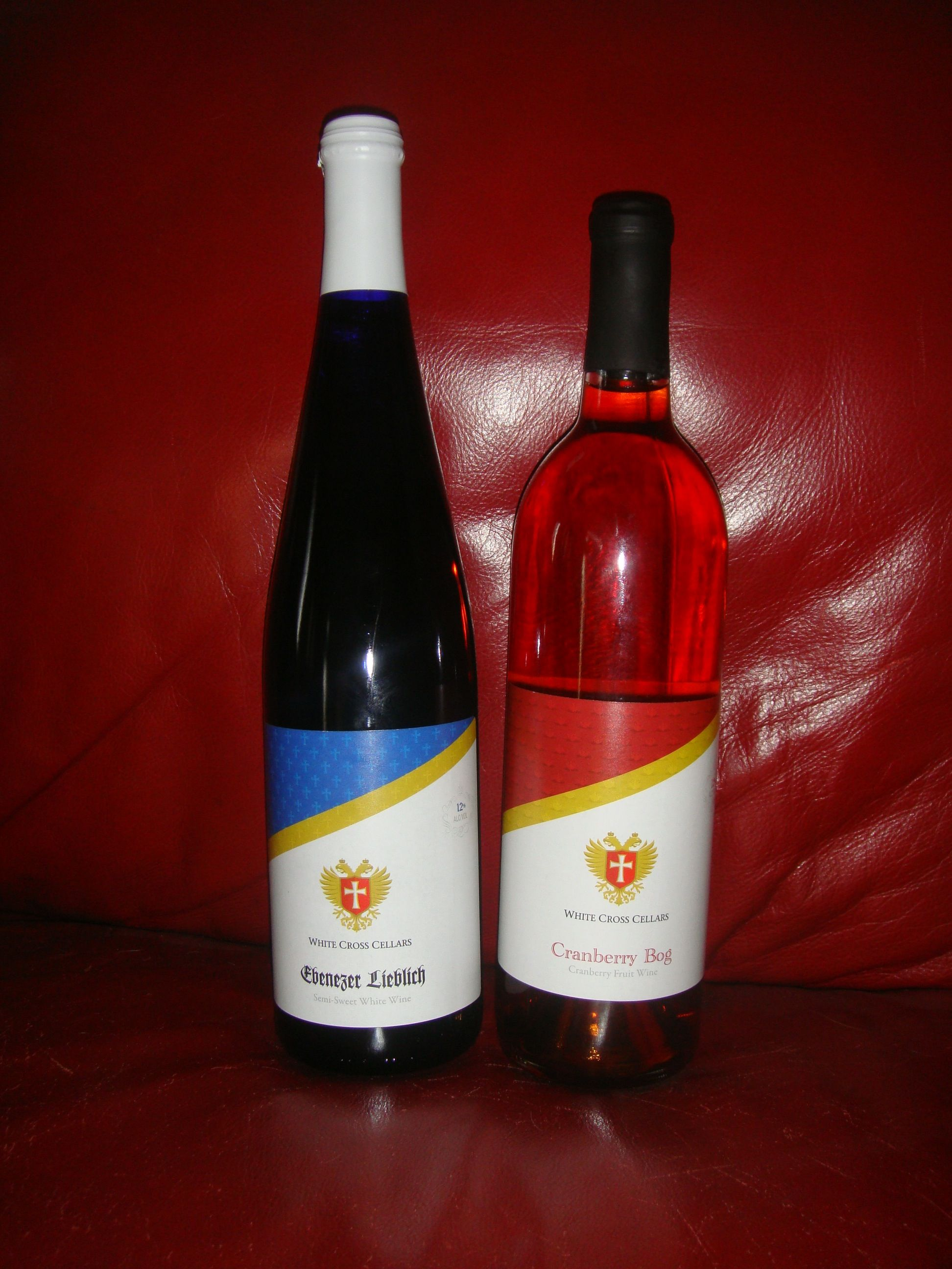 Ebenzer Lieblich Semi Sweet White And Cranberry Bog By The White Cross Cellars In The Amana Colonies Cranberry Bog White Crosses Wine Bottle