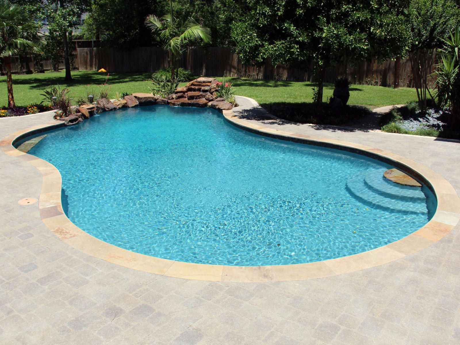 Natural Free Form Swimming Pools Design