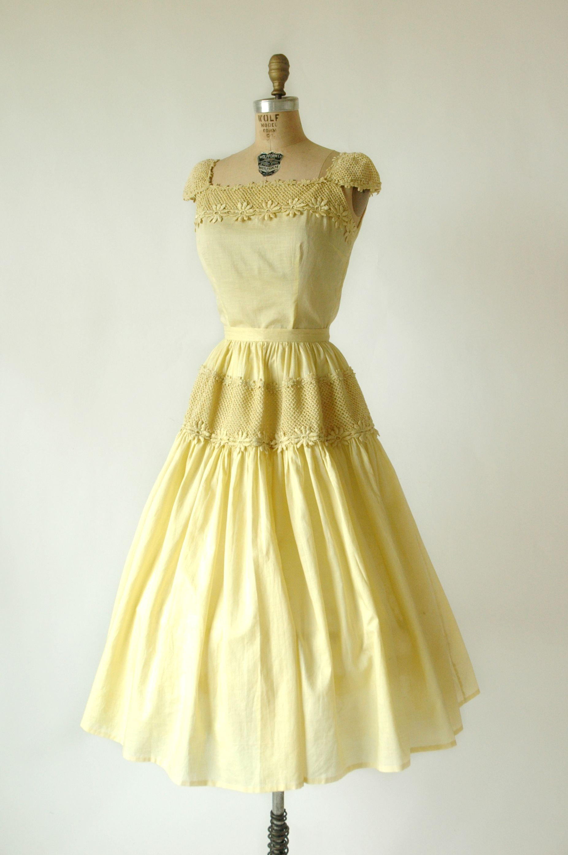 Loving This 1950s Lemon Curd Yellow Dress What Color Is Calling Your Name This Spring Dresses Vintage Outfits Timeless Fashion [ 2786 x 1853 Pixel ]