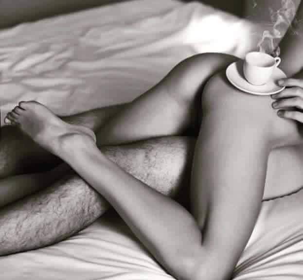 Голая девушка кофе в постель — photo 10