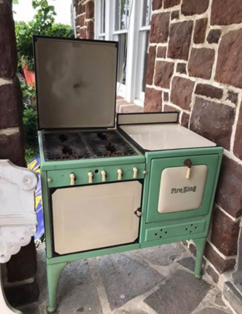 Pin by Judy on Kitchens Cottage kitchens, Vintage