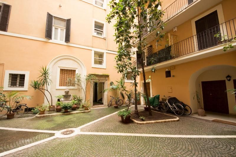 Holiday Apartment In Rome, Central Rome With Air Con And TV