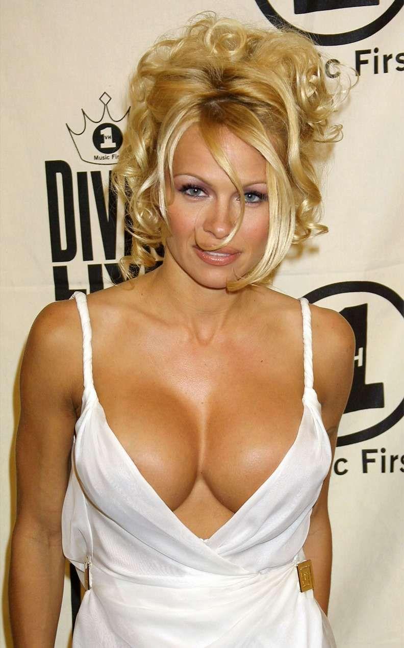 Cleavage Pamela Anderson
