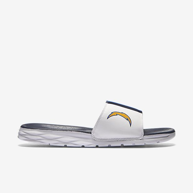 REPRESENT YOUR TEAM The Nike Benassi Solarsoft (NFL Chargers) Men's Slide features a textured footbed and soft, pliable foam midsole for massaging comfort and plush cushioning. A team logo and colors stand out to show your support. Benefits Synthetic leather strap offers comfort and durability Dual-density foam midsole and textured footbed create soft cushioning and a massaging effect Solarsoft foam outsole for durability and traction Aggressive traction pattern and flex grooves provide…