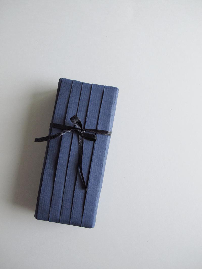 DIY Japanese Pleat Gift Wrapping Tutorial | designoform … | Gift ...