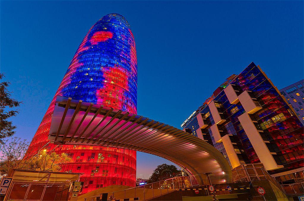 Torre Agbar, Barcelona luminosa