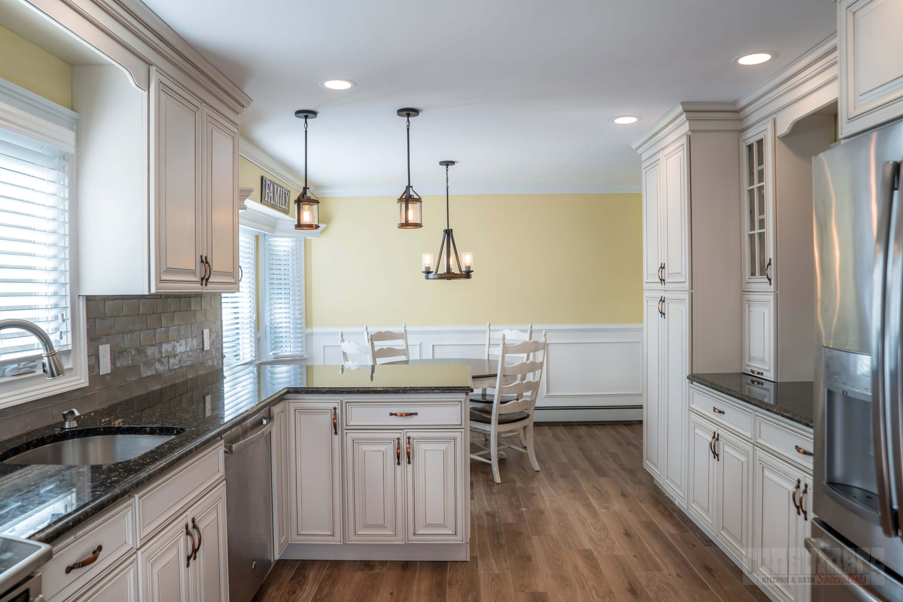 This maple kitchen was designed with Starmark