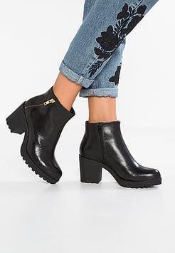 Ponadczasowe Botki Damskie Vagabond Na Rozne Okazje Odwiedz Zalando Pl Black Ankle Boots Black Boots Boots