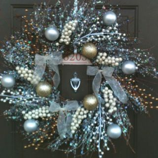 hannah made me a gorgeous winter wreath!! :)