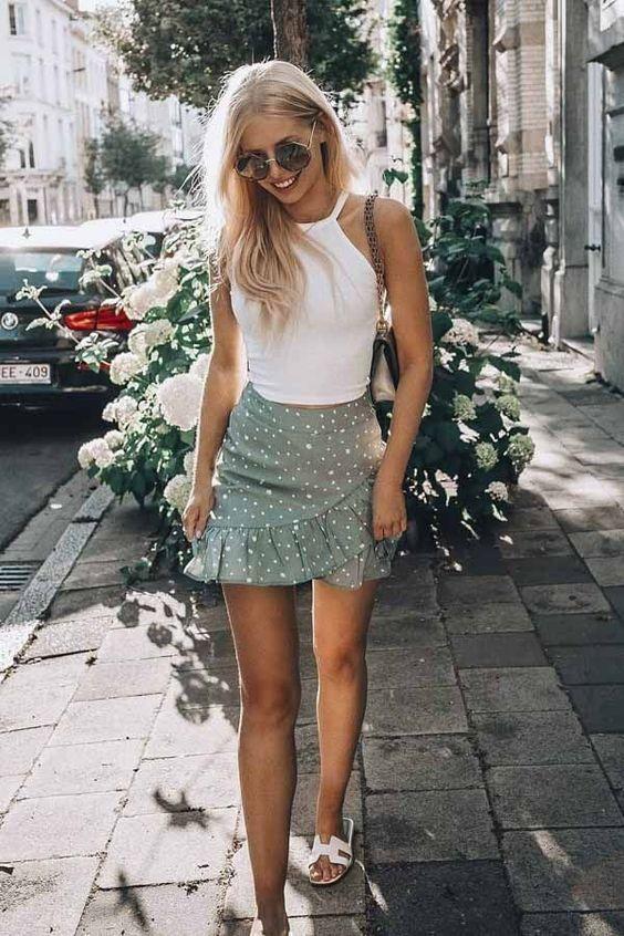 10 tenues avec une mini jupe qui vous feront paraître jolie sans avoir l'air vulgaire   – Outfits con falda