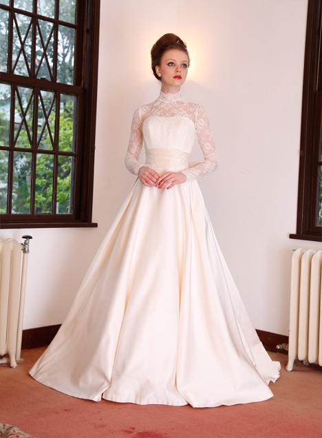 c2b27df4f367d 気品あふれる格式高い式にはこのドレスで。オーセンティックな花嫁衣装にしたい♡カラードレス参照一覧♡. innocently