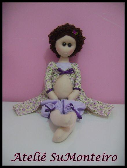 Boneca feita em malha, roupa em tecido 100% algodão e cabelo de lã.  Mede : 50cm de comp R$ 60,00