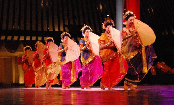 Nama Tarian Tradisional Daerah Indonesia Beserta Gambar Dan Asalnya Tarian Kostum Tari Penari