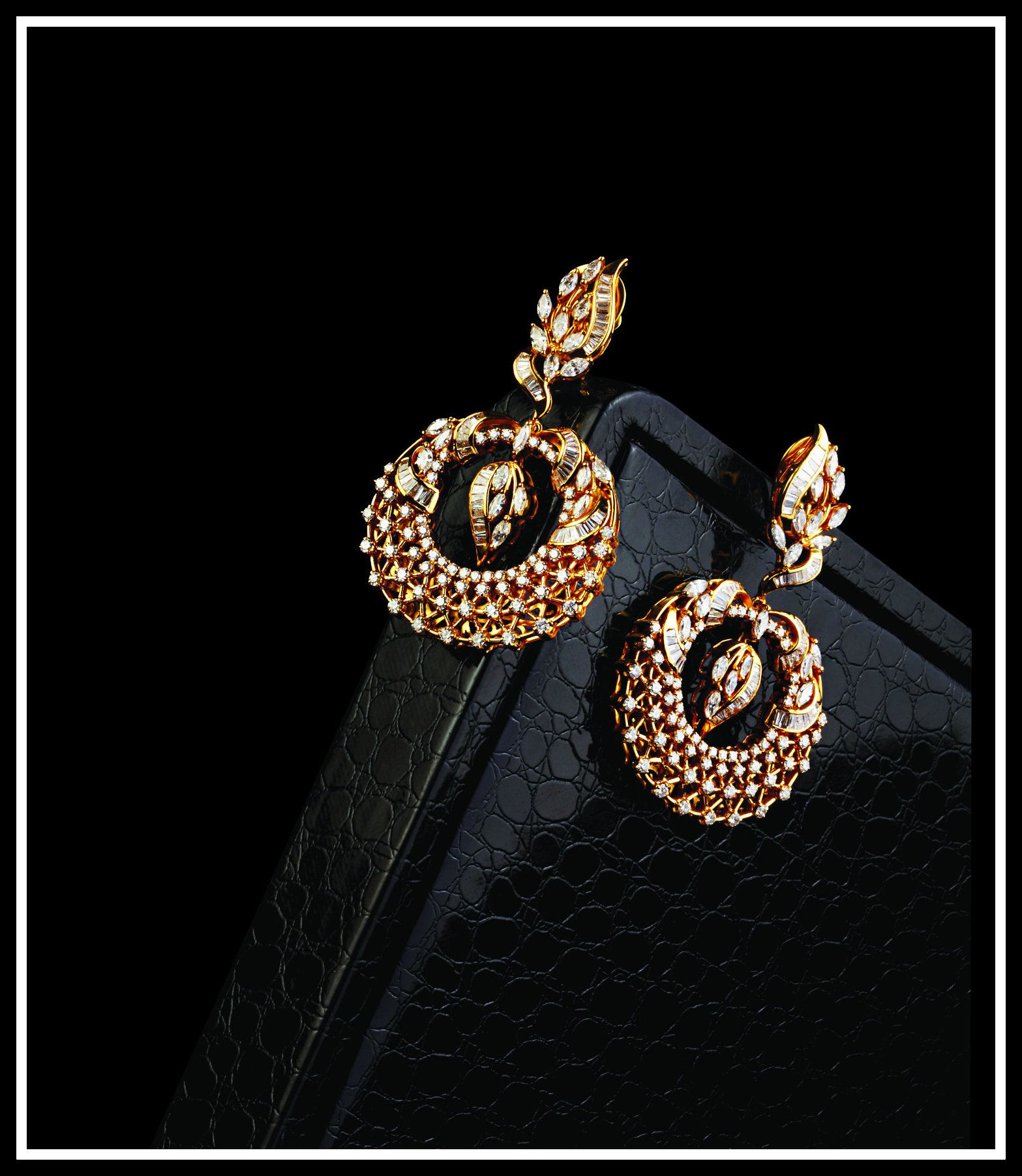 Choose the perfect jewellery for your outfit.