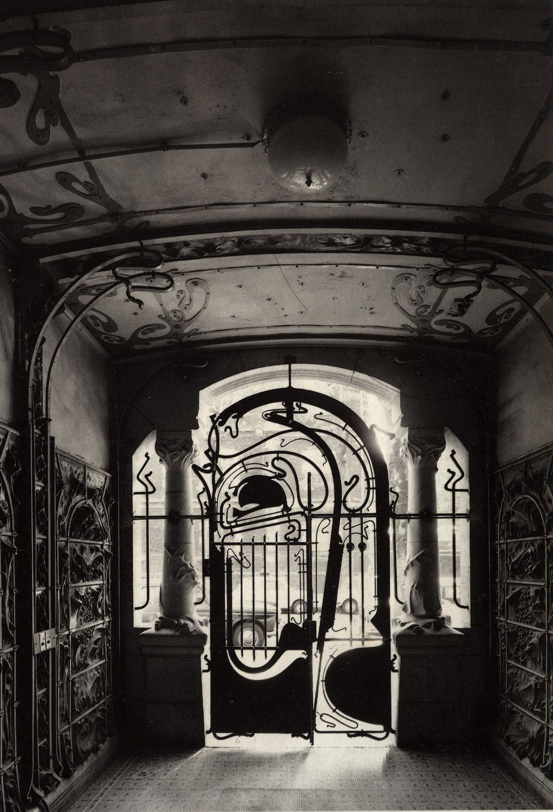 Gate Castel Beranger Paris Hector Guimard