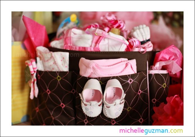 baby shower gifts on pinterest diaper cakes baby shower gifts and. Black Bedroom Furniture Sets. Home Design Ideas