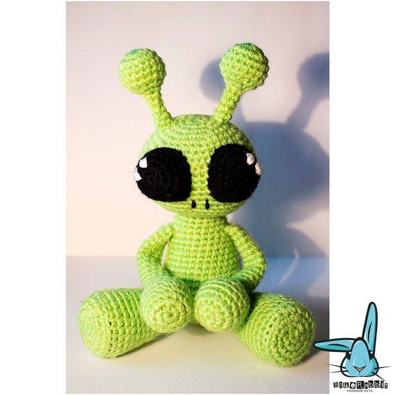Little alien amigurumi pattern - Amigurumi Today | 570x570