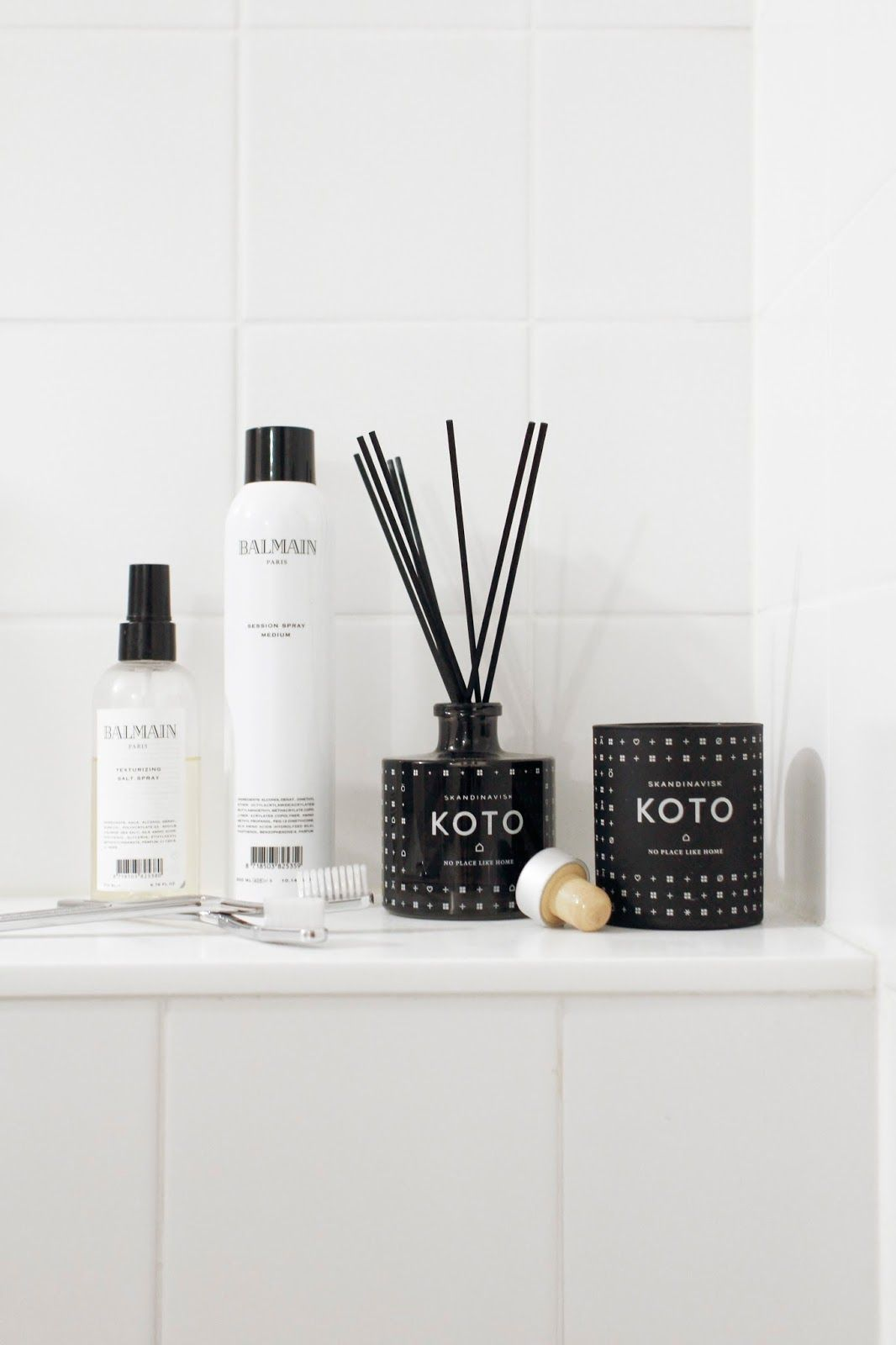 Koto scented candle and reed diffuser by Skandinavisk. From the blog Varpunen, picture by Susanna Vento.
