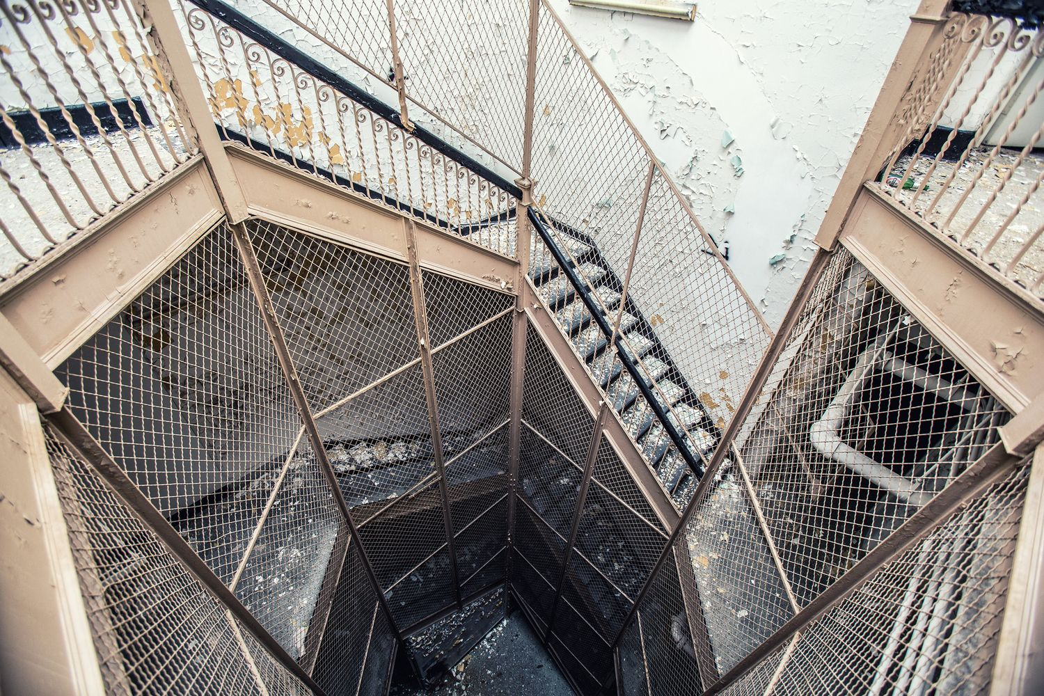 Gallery of These Images of Abandoned Insane Asylums Show Architecture That Was Designed to Heal - 17
