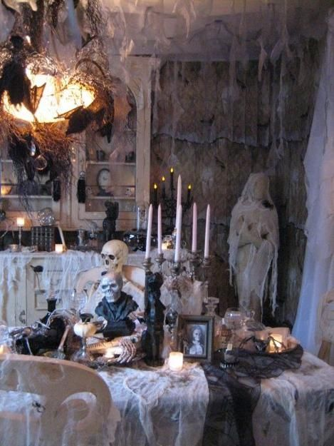 20 Scarily Charming Halloween Decorating Ideas in Vintage Style - scary halloween house decorations