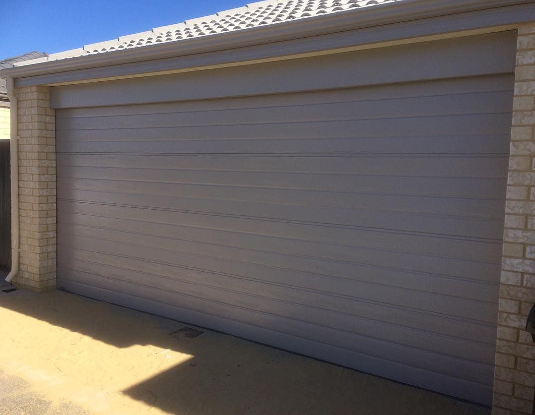 Harrisdale windsor sectional door in dune colorbond and ribline profile pinnaclegaragedoors garagedoor sectionaldoors colorbond perth