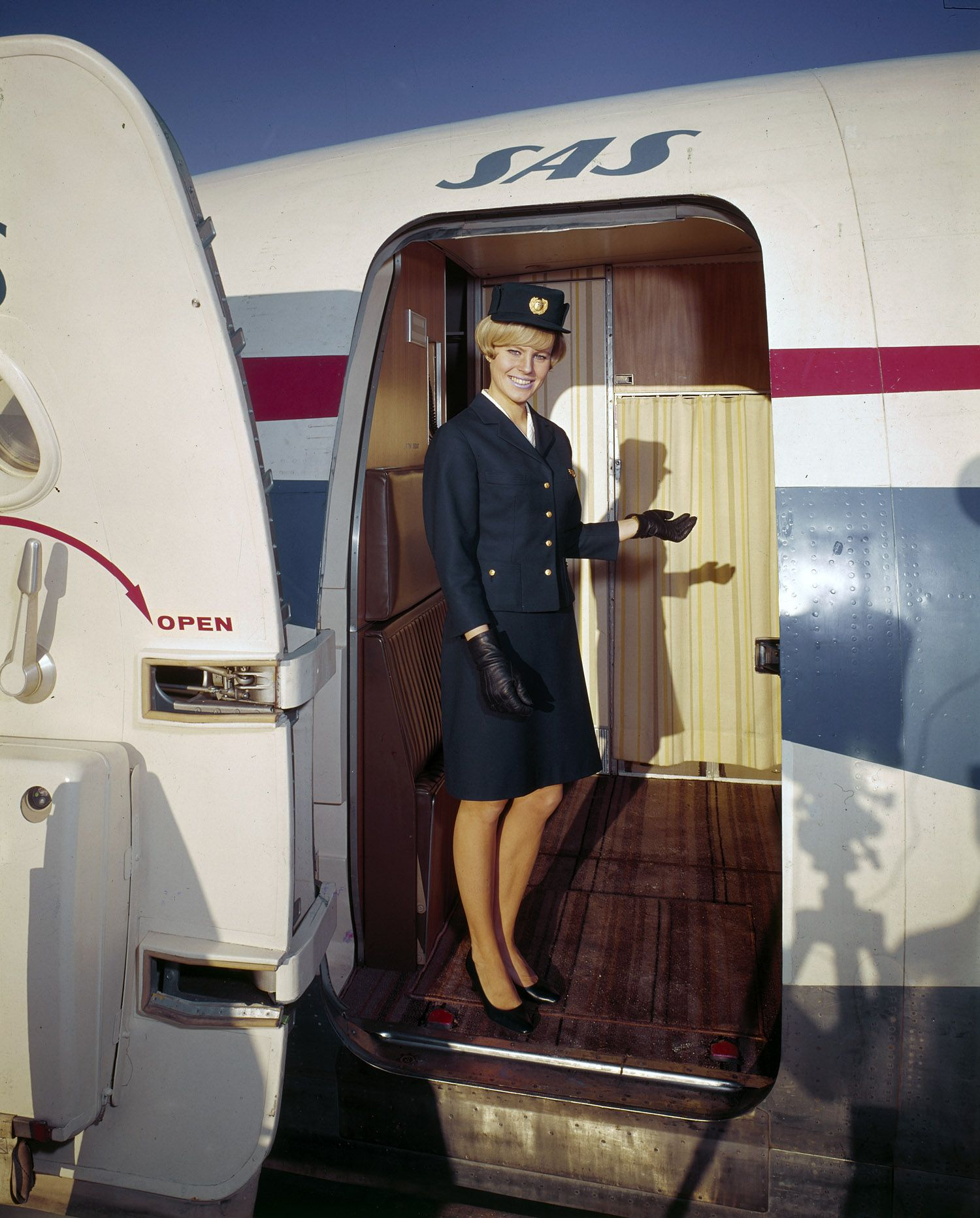 Scandinavian Stewardesses Takes Us Into The Jet Age Jet Age Sas Airlines Flight Attendant