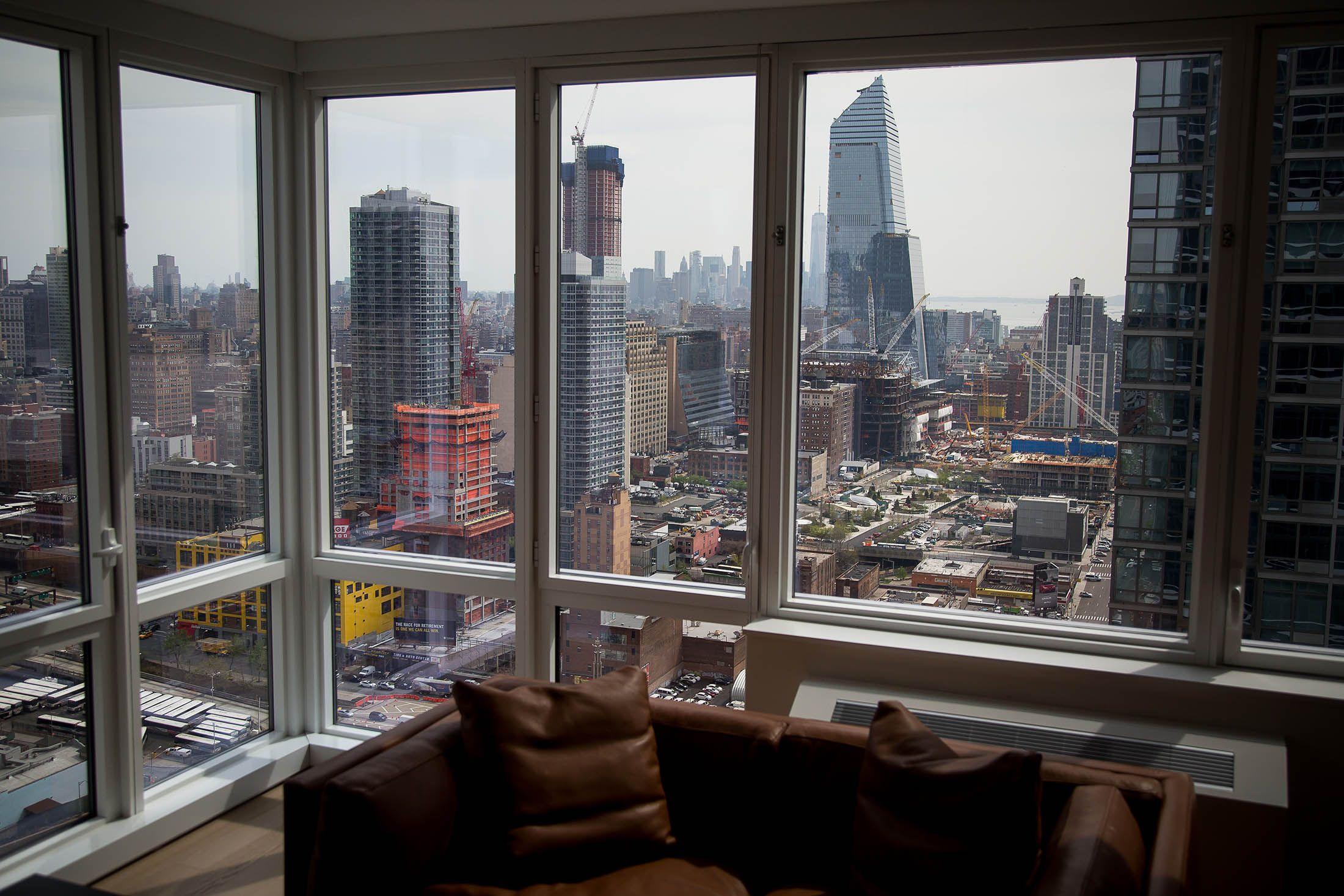 Manhattan Apartment Sales Plunge 20% | Home buying ...