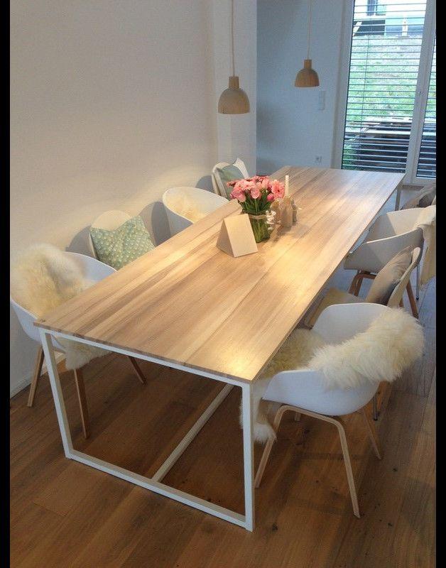Der Tisch Für Die Küche, Esszimmer Oder Büro Schreibtisch Aus Massivem  Eschenholz Auf Einem