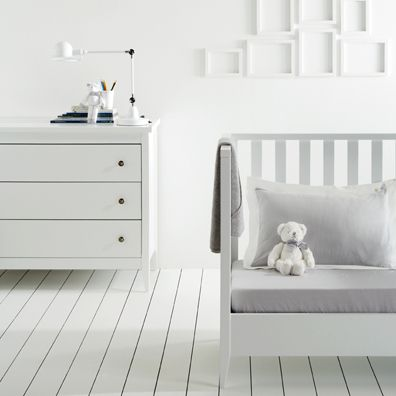 Jacadi La Chambre Brume, white baby room Cuartos bebe Pinterest