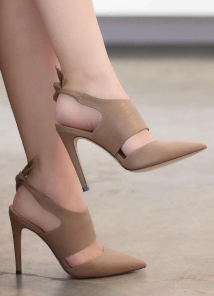 Pin Oleh Ita Pasaribu Di Shoe Di 2020 Sepatu Tumit Tinggi Model