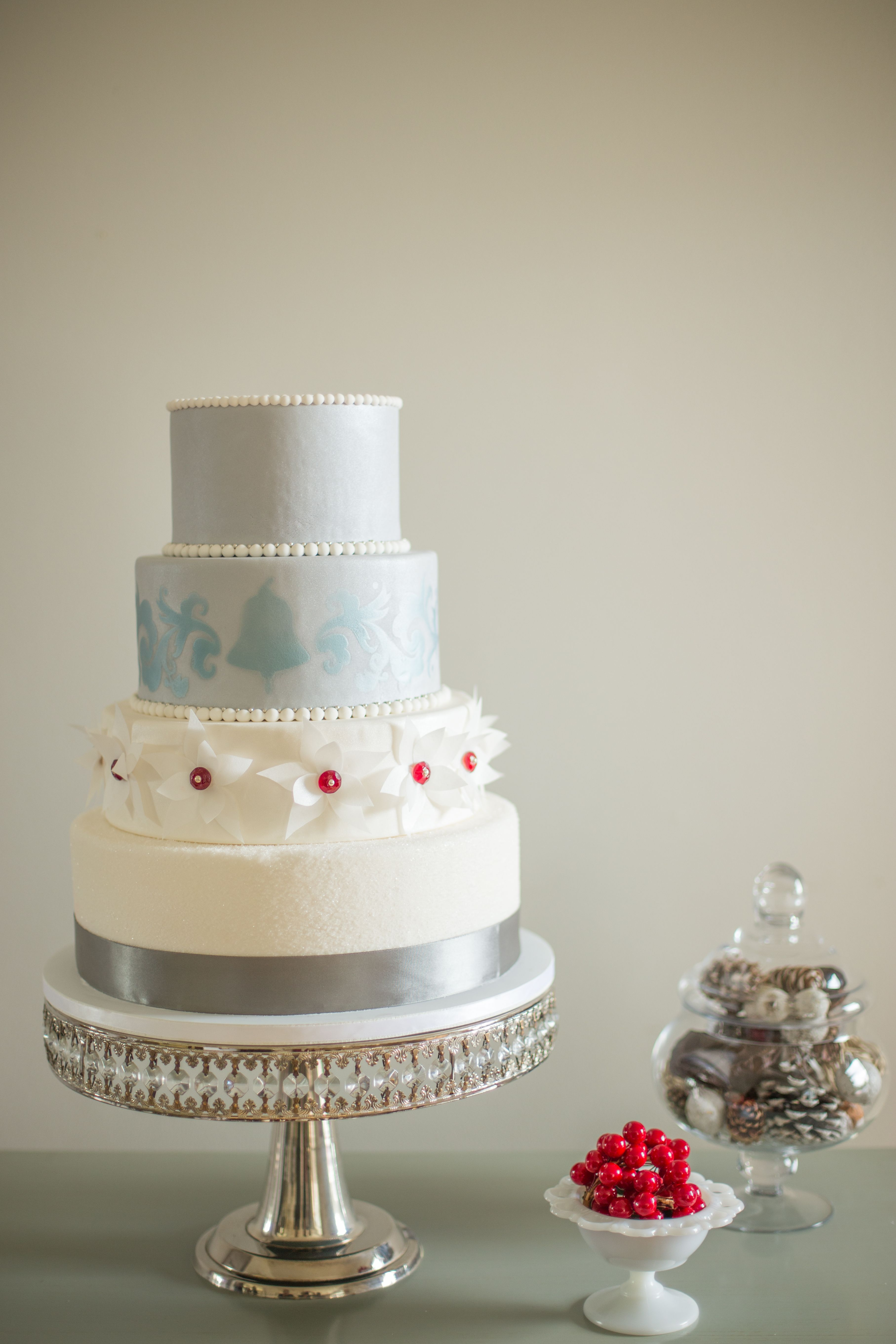 Holiday Bell Cake for Cake Central Magazine - Fondant cake with ...