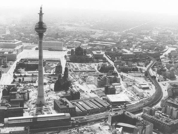 Berlin Mitte Ca 1969 Umbau Des Berliner Stadtkern Im Marienviertel Berlin Hauptstadt Fernsehturm Hauptstadt Der Ddr