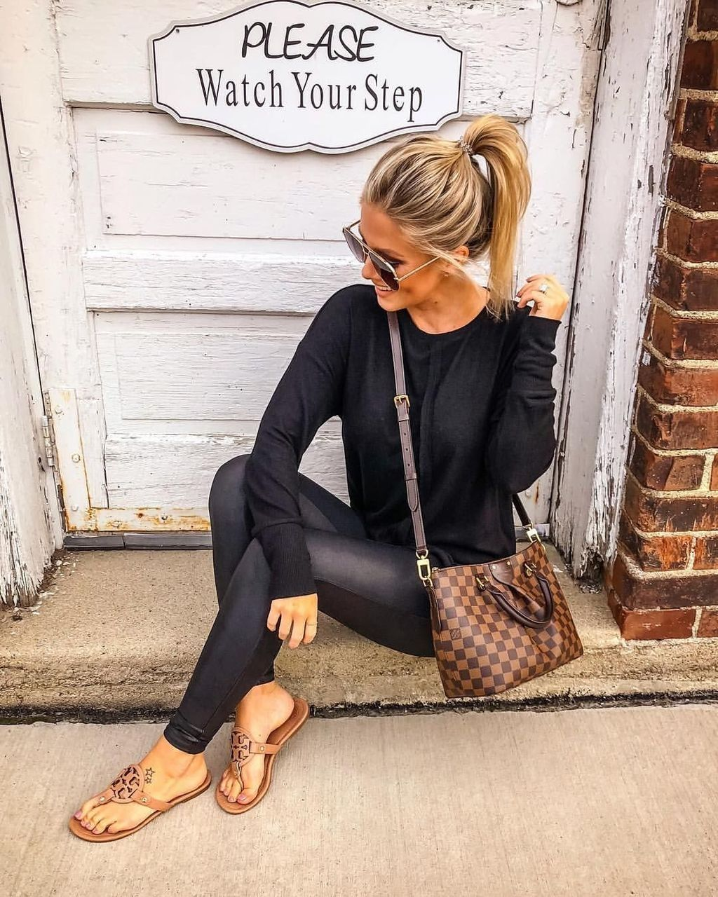 35 Popular Winter Outfits Ideas Leather Leggings