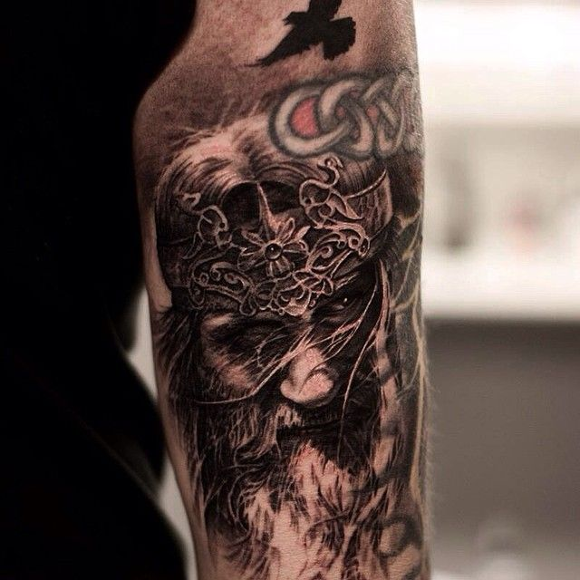 Odin lurking.. @lundberg_custom_supplies @tattoostudio73 ...