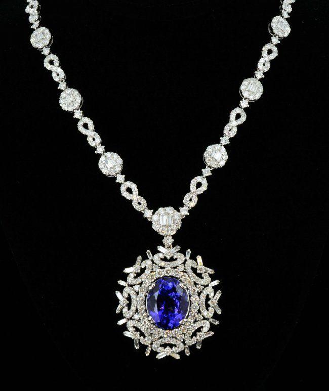 18K Gold, 8.26CT Tanzanite & 10.49CT Diamond Necklace : Lot 278