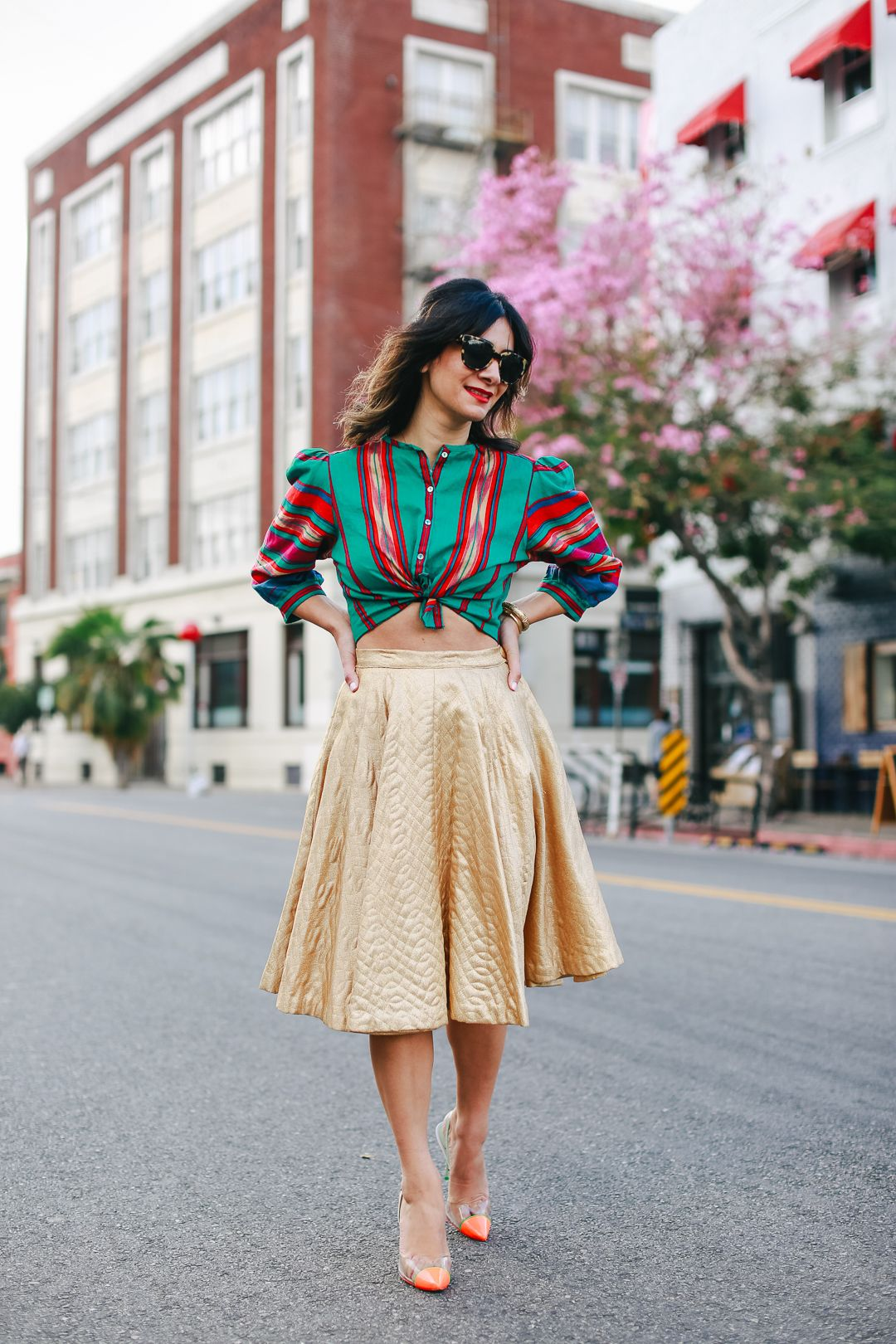 A Vintage Splendor Styles A Vintage Gold Skirt Outfit Ideas Modern Fashion Outfits Gold Skirt Outfit Vintage Outfits
