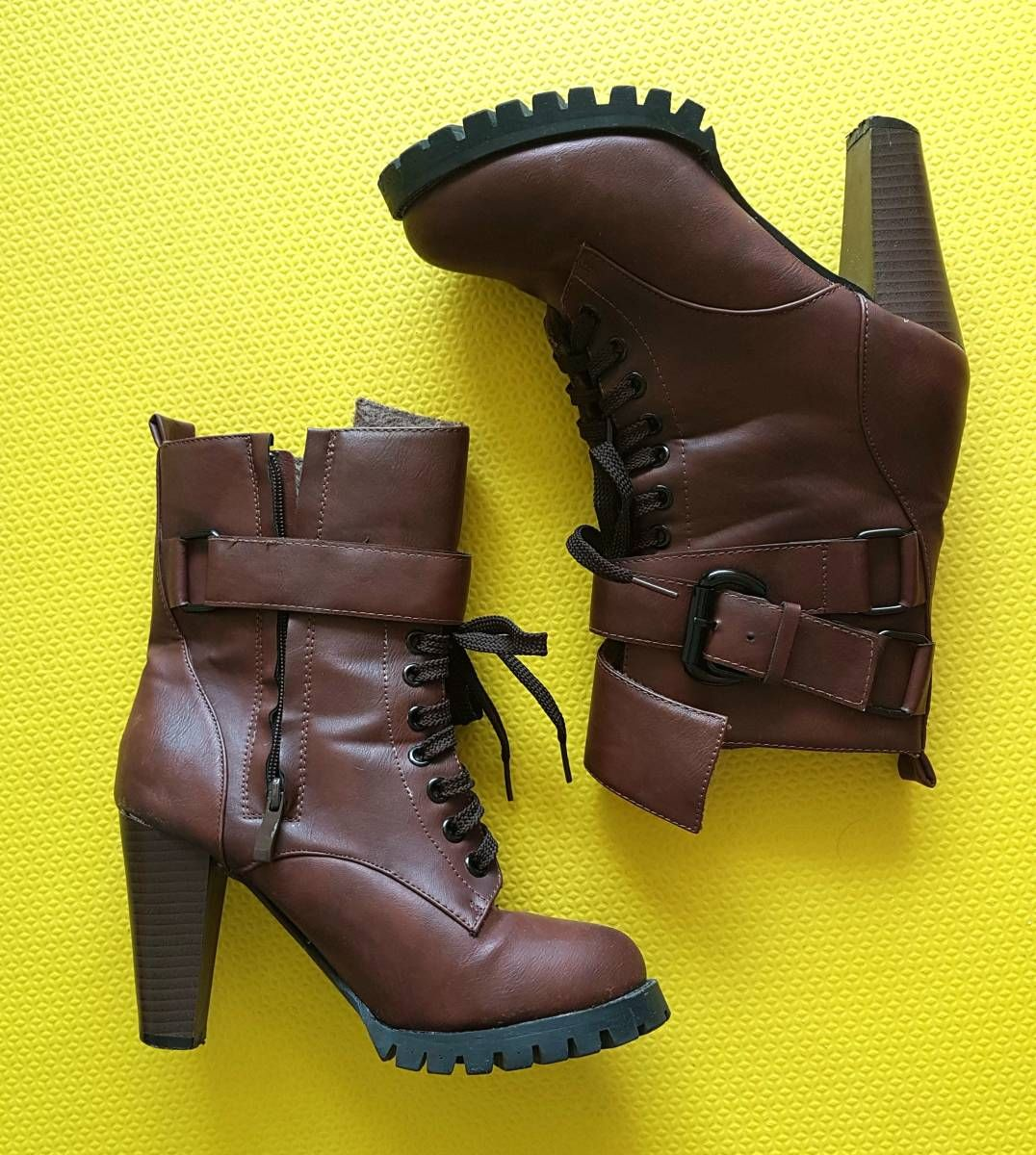 5ed4121a1 bota tratorada com fivelas - botas sem-marca   Oh, Cinderela!   Moda ...
