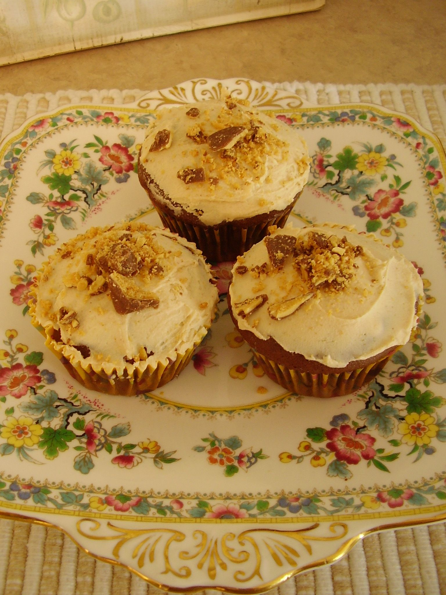 duncan hines peanut butter cupcakes