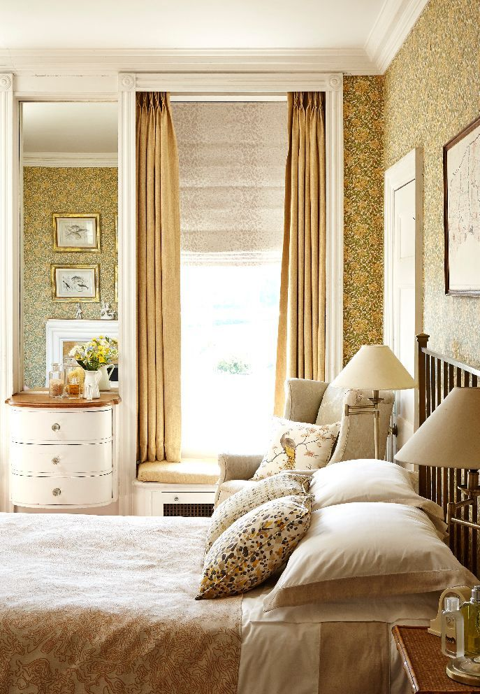 Burghley Honey Curtains and Eske Ivory Roman blind for