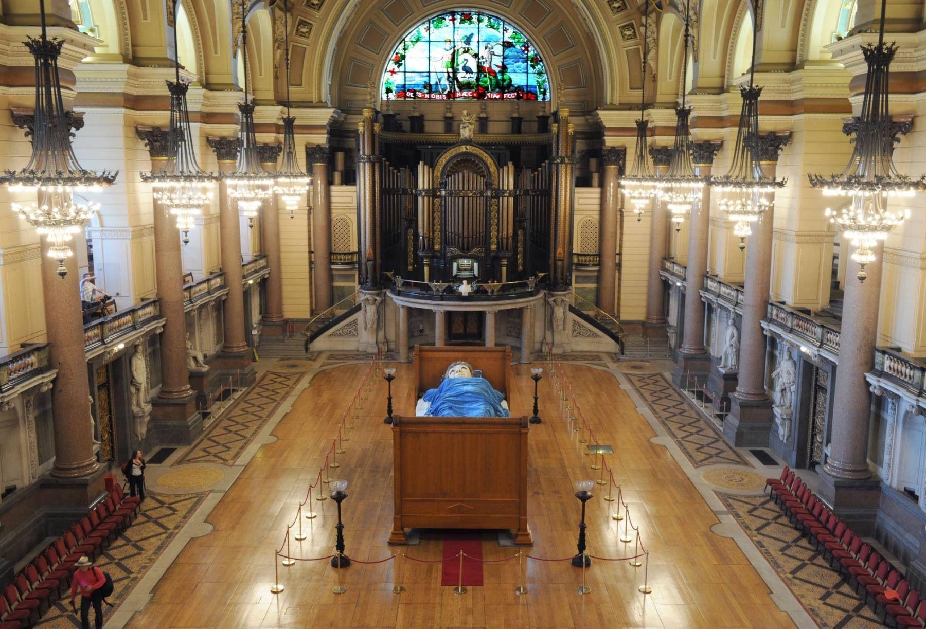 Shhh Grandma Is Asleep In Liverpool St Georges Hall Liverpool Saint George