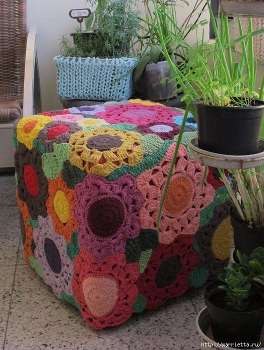 This Ottoman is so pretty...love the big flowers!