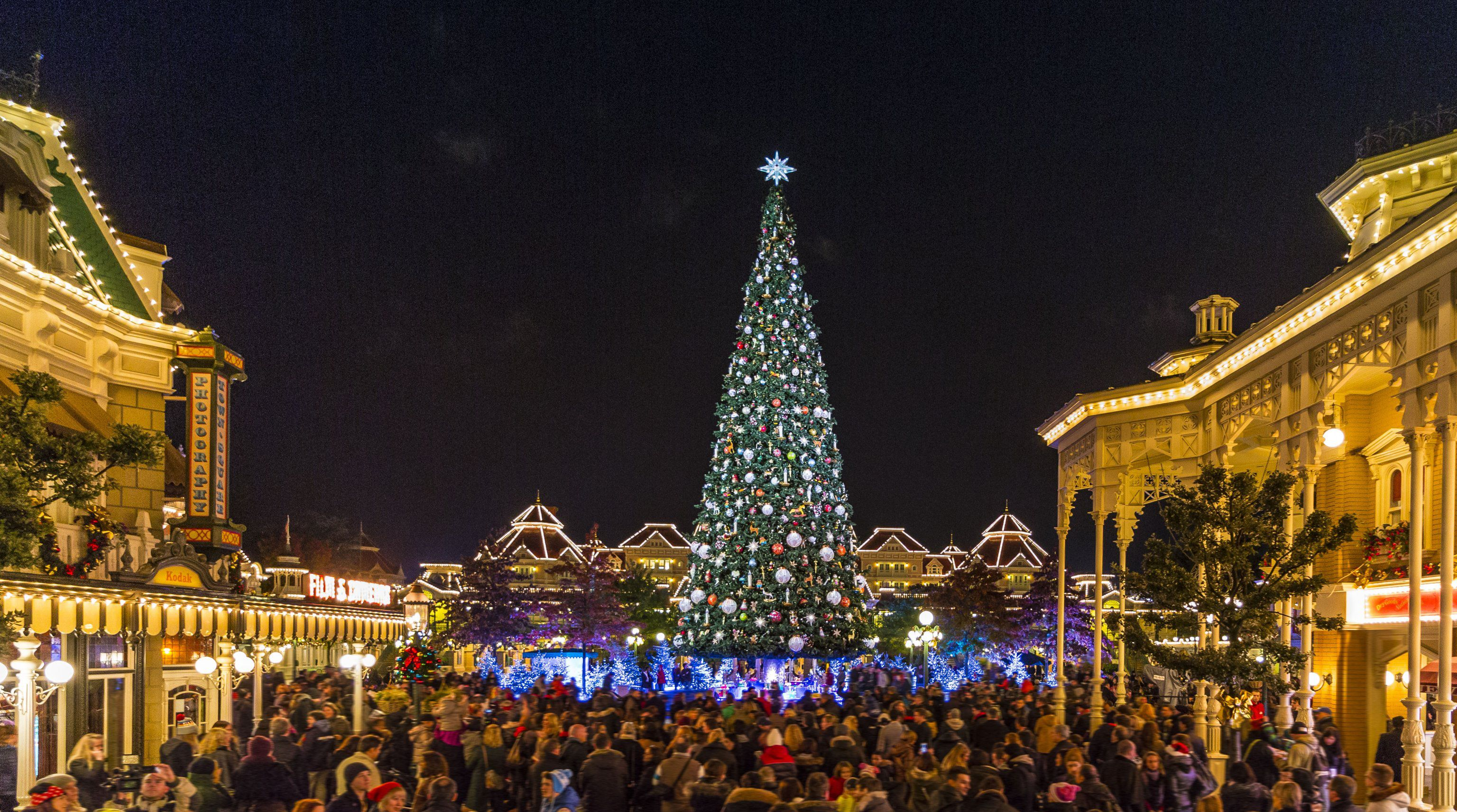 Christmas At Disneyland.10 Reasons To Visit Disneyland Paris This Christmas