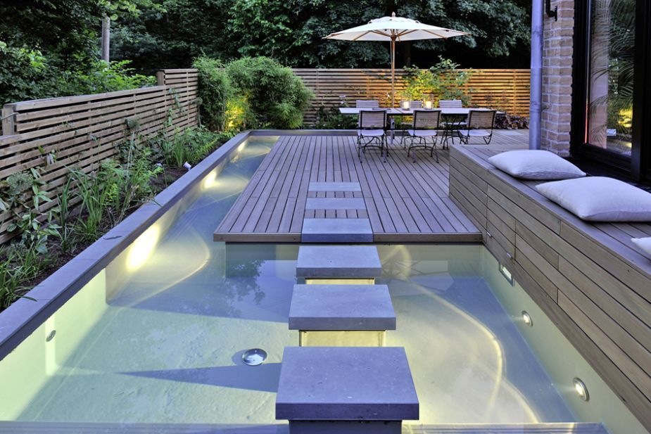 piscine clair e en bord de terrasse de quoi manger les pieds dans l 39 eau pools pinterest. Black Bedroom Furniture Sets. Home Design Ideas
