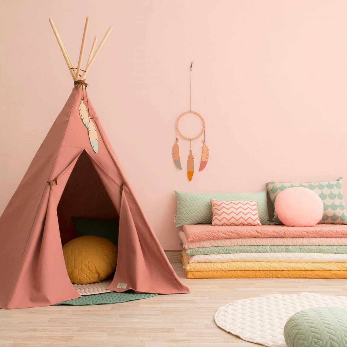 nobodinoz nevada tipi in dolce vita pink babyzimmer. Black Bedroom Furniture Sets. Home Design Ideas